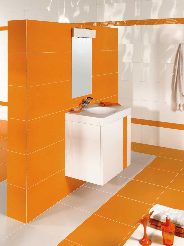 Оранжево-белый интерьер ванной