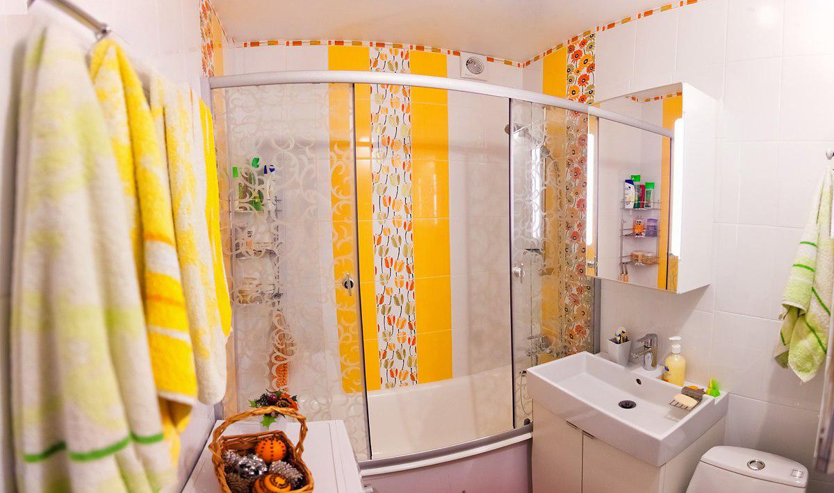 Оранжевые вертикальные полосы в ванной
