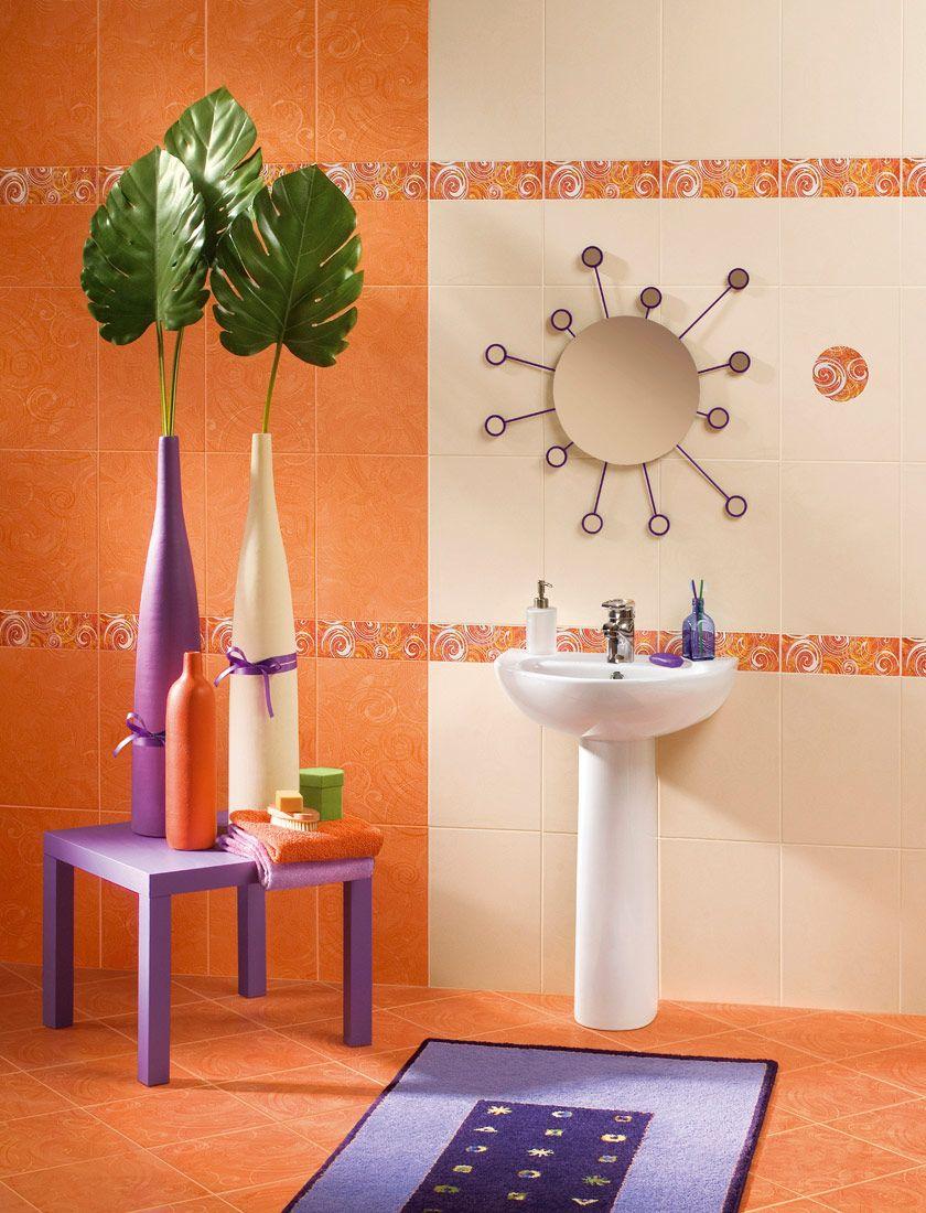 Оранжевый, бежевый и фиолетовый цвета в ванной