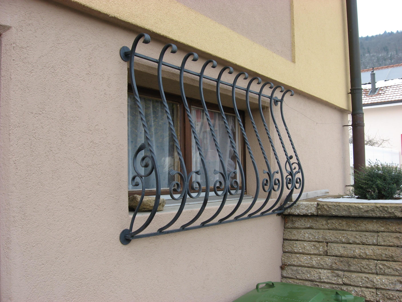 Решетка на окно вертикальная