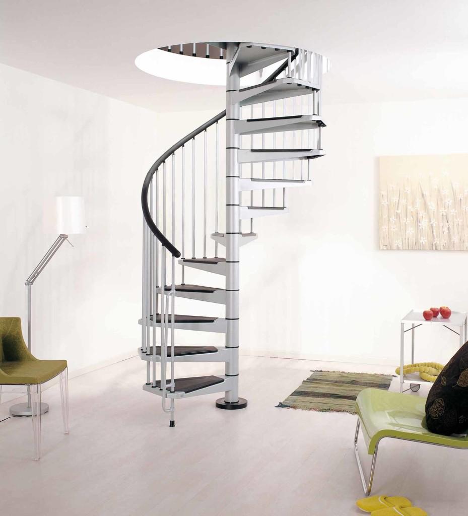 Серо-черная винтовая металлическая лестница