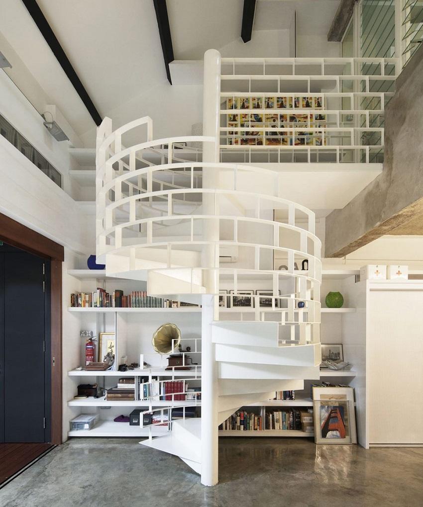 Необычная белая винтовая лестница