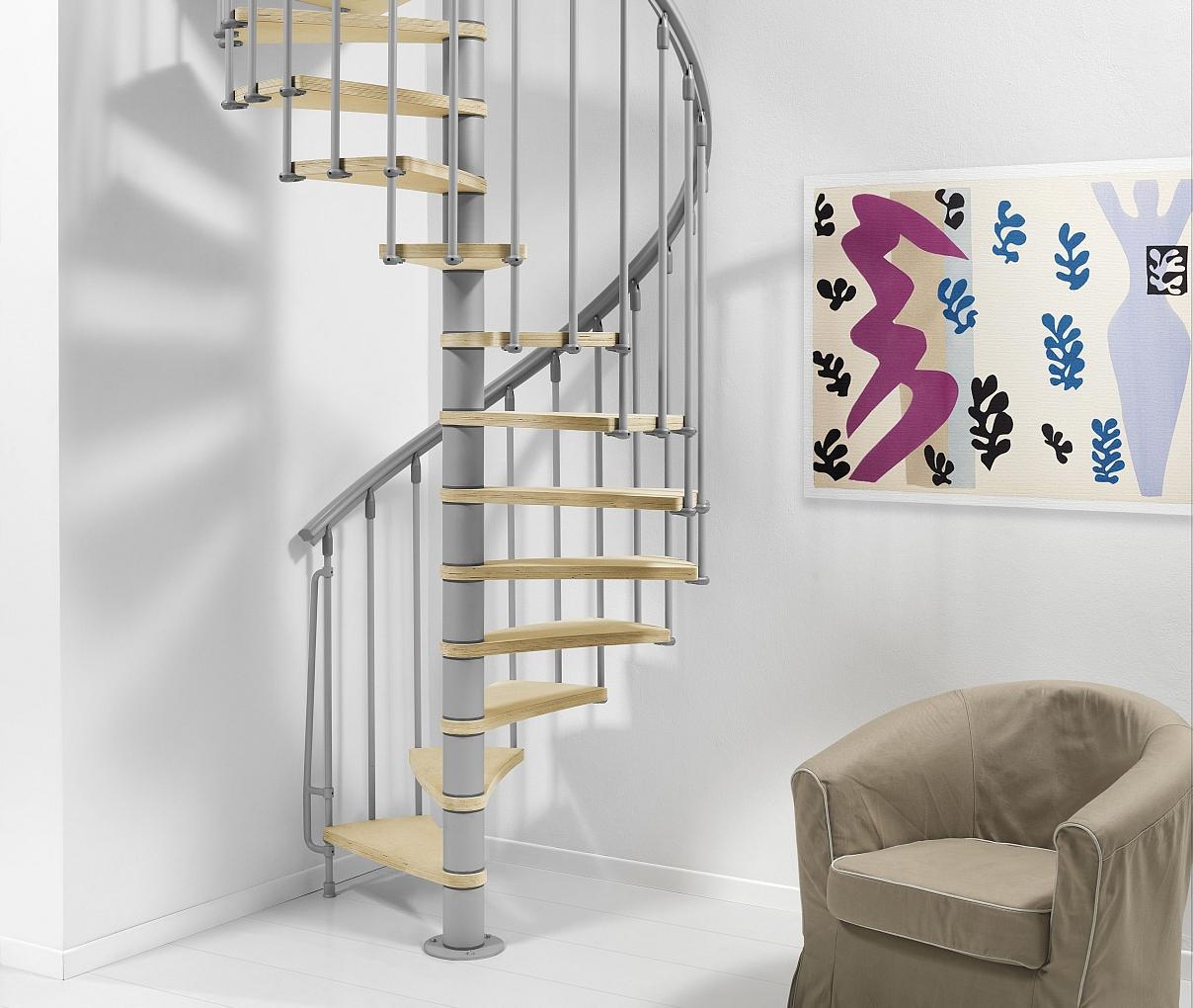 Бежево-серая винтовая лестница