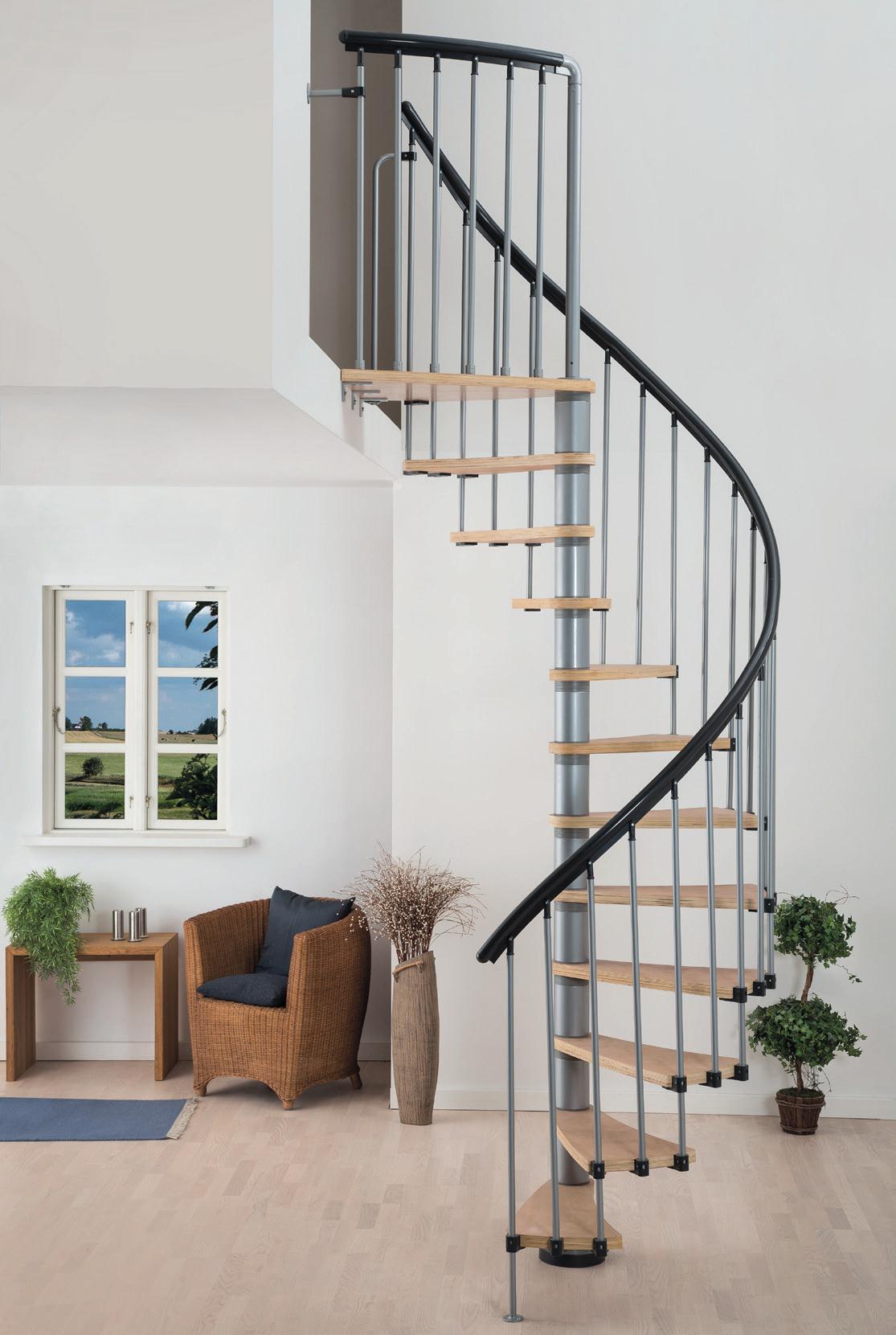 Винтовая лестница в интерьере дома