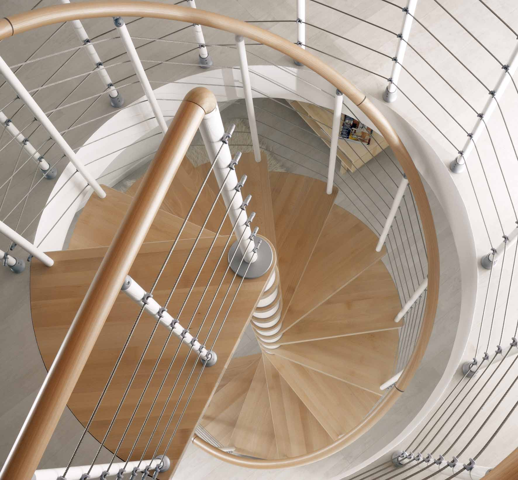 Бежево-белая винтовая лестница