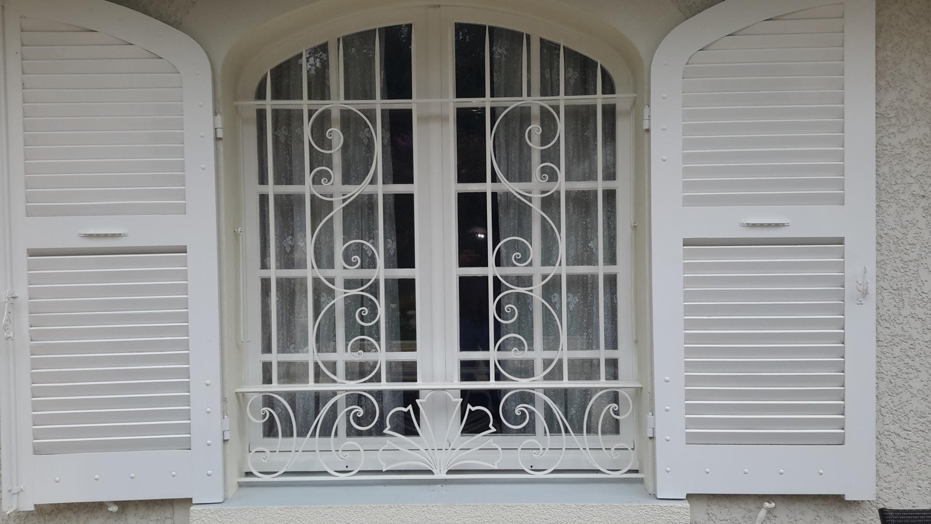 Решетка на окно врезная