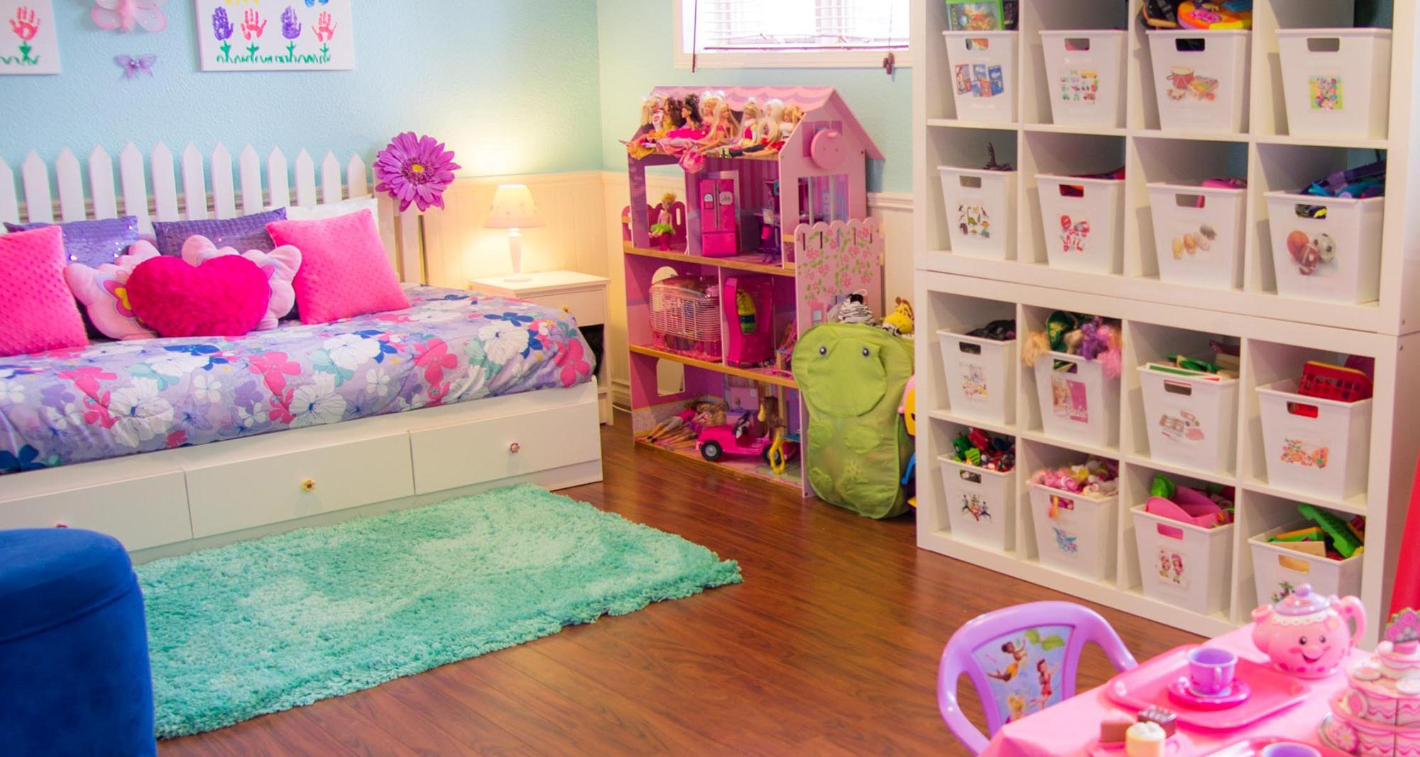 Хранение игрушек в детской для девочки