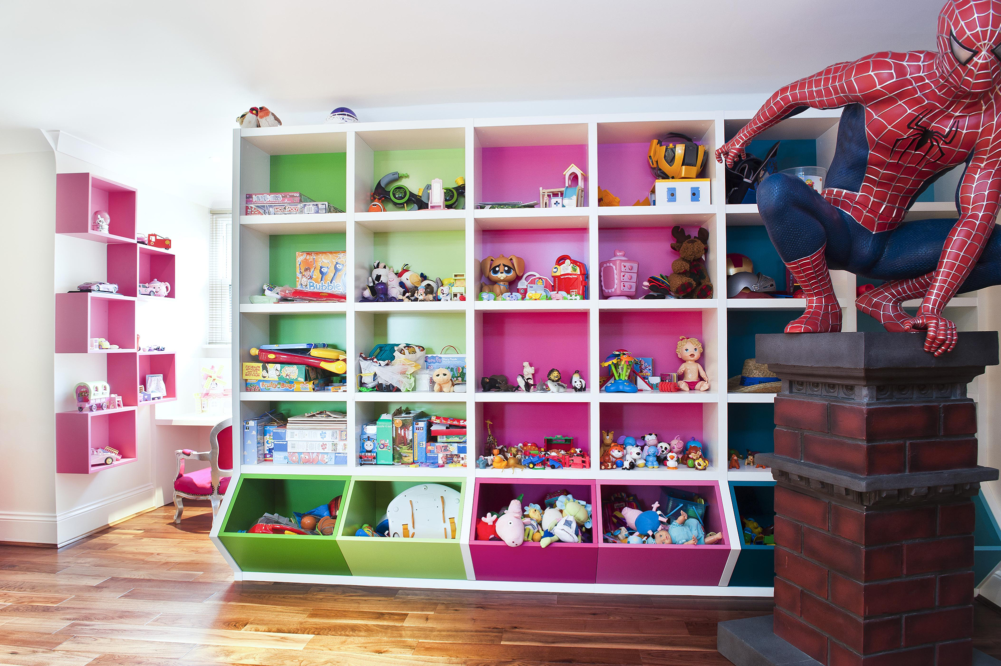 Большой шкаф для хранения детских игрушек