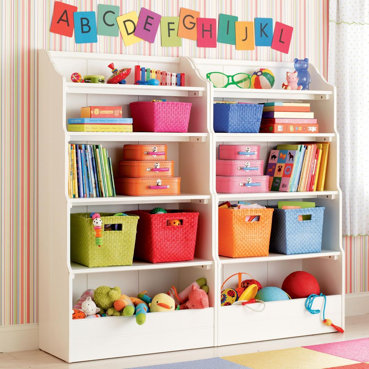 Большие стеллажи с полками для хранения игрушек