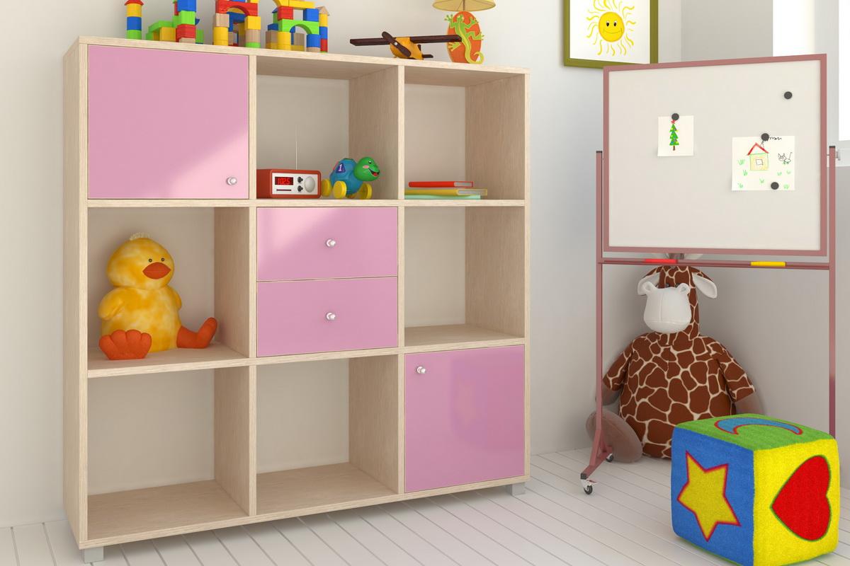 Бежево-розовый стеллаж с ящиками в детской