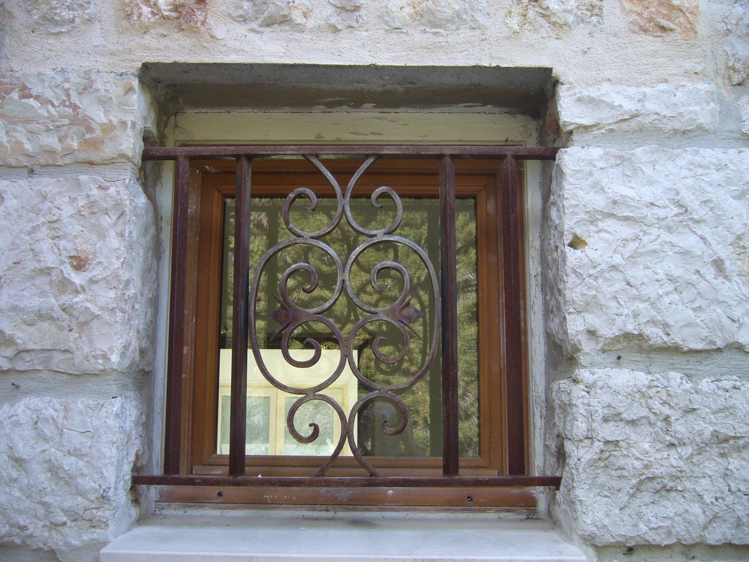 Решетка на окно железная