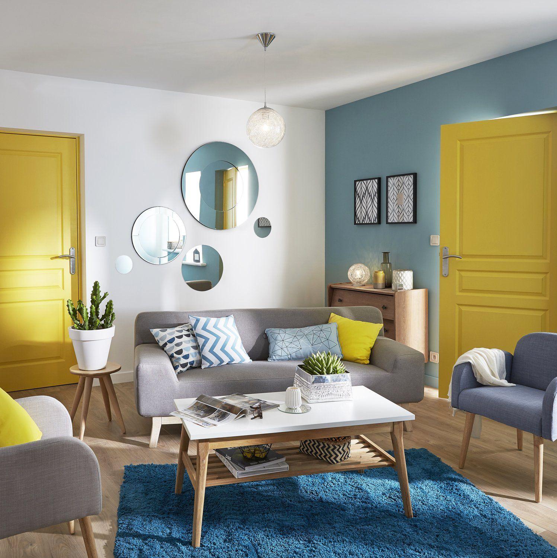 Голубая гостиная с желтыми акцентами