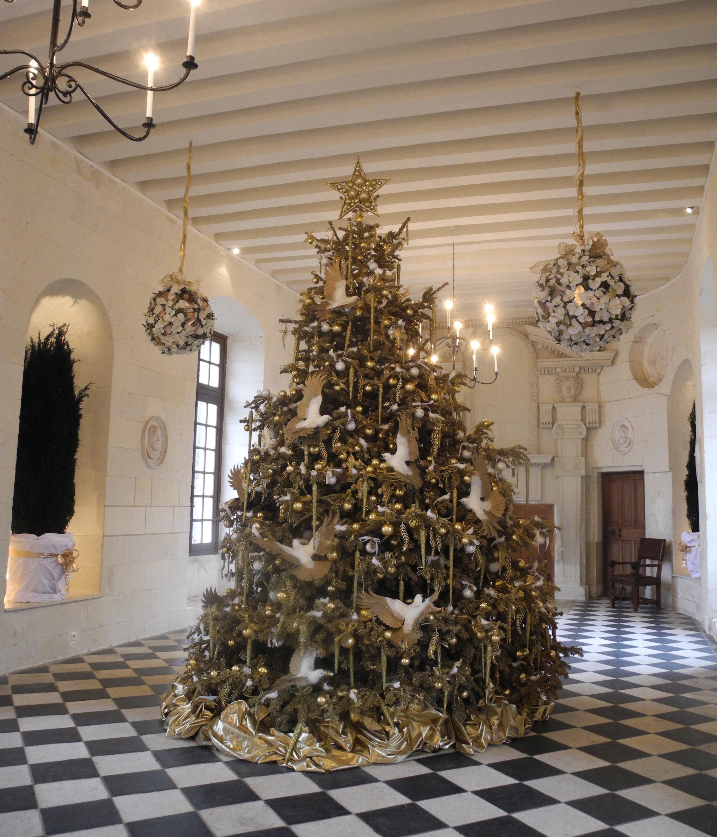 Оформление новогодней елки золотое