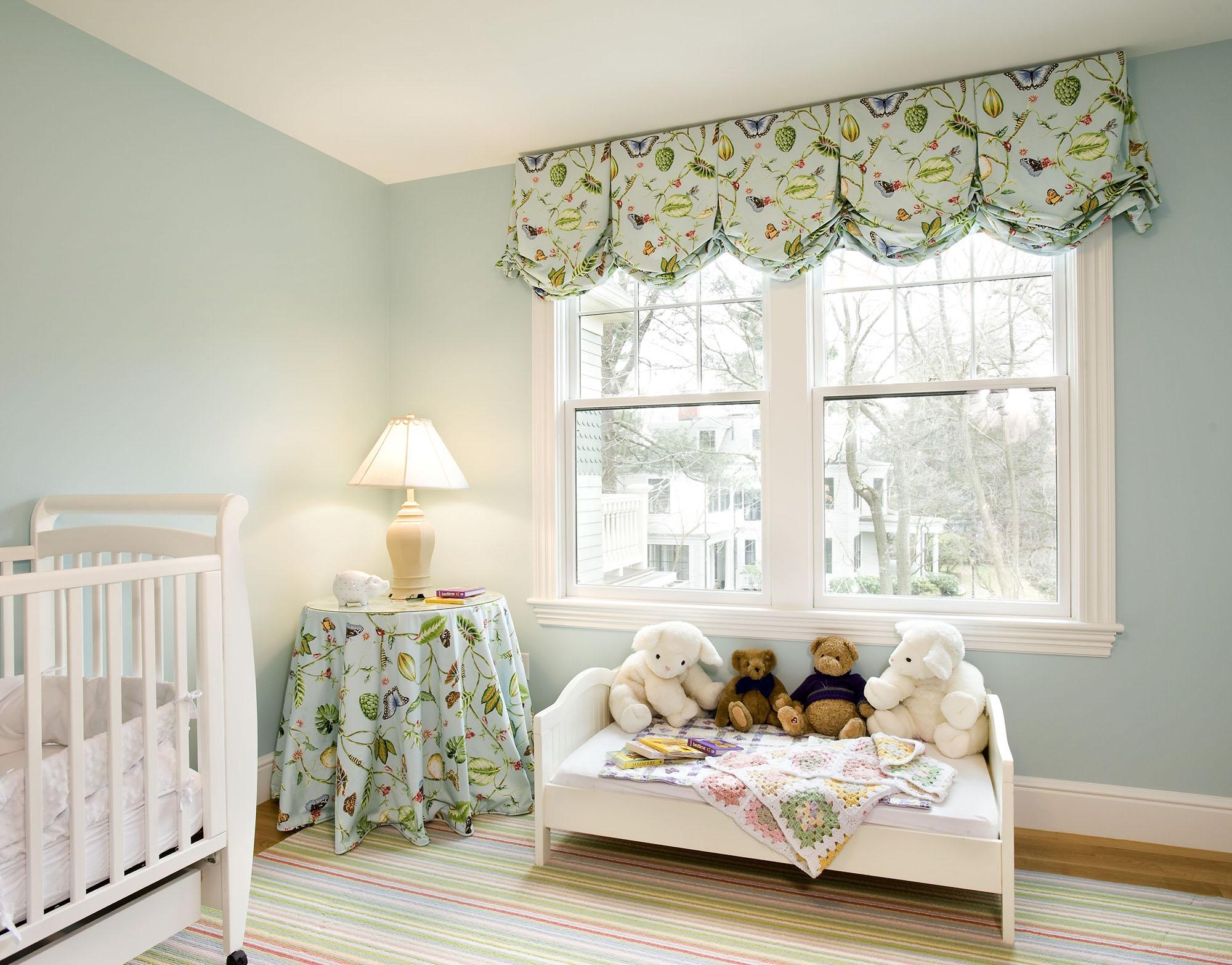 Австрийские шторы в интерьере детской комнаты
