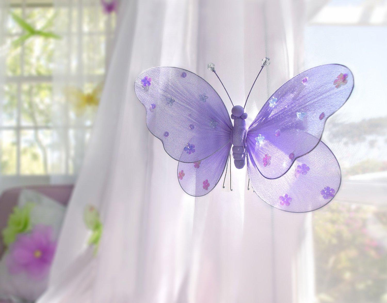 Красивая бабочка из ткани в декоре детской комнаты