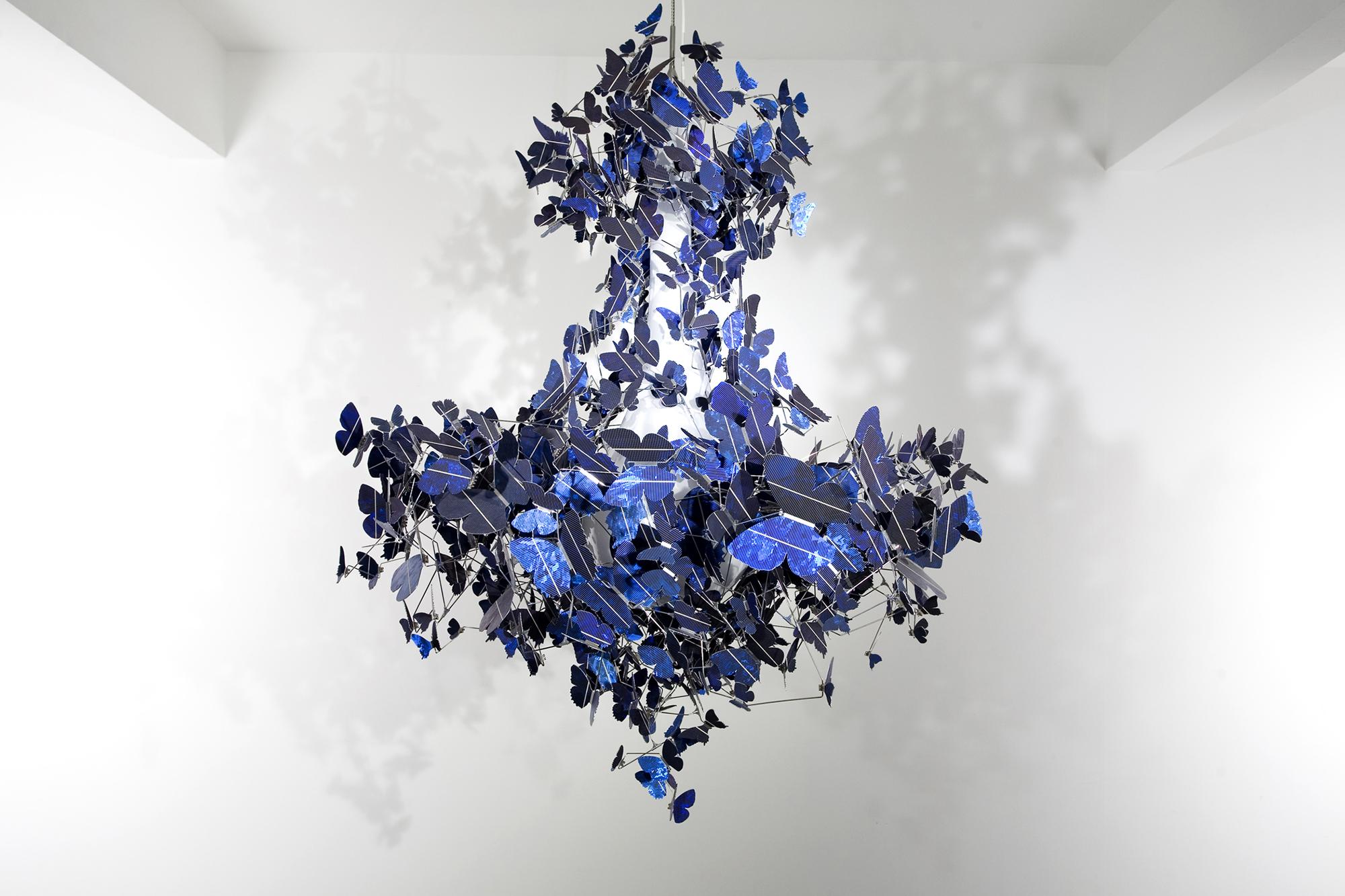 Люстра с блестящими бабочками
