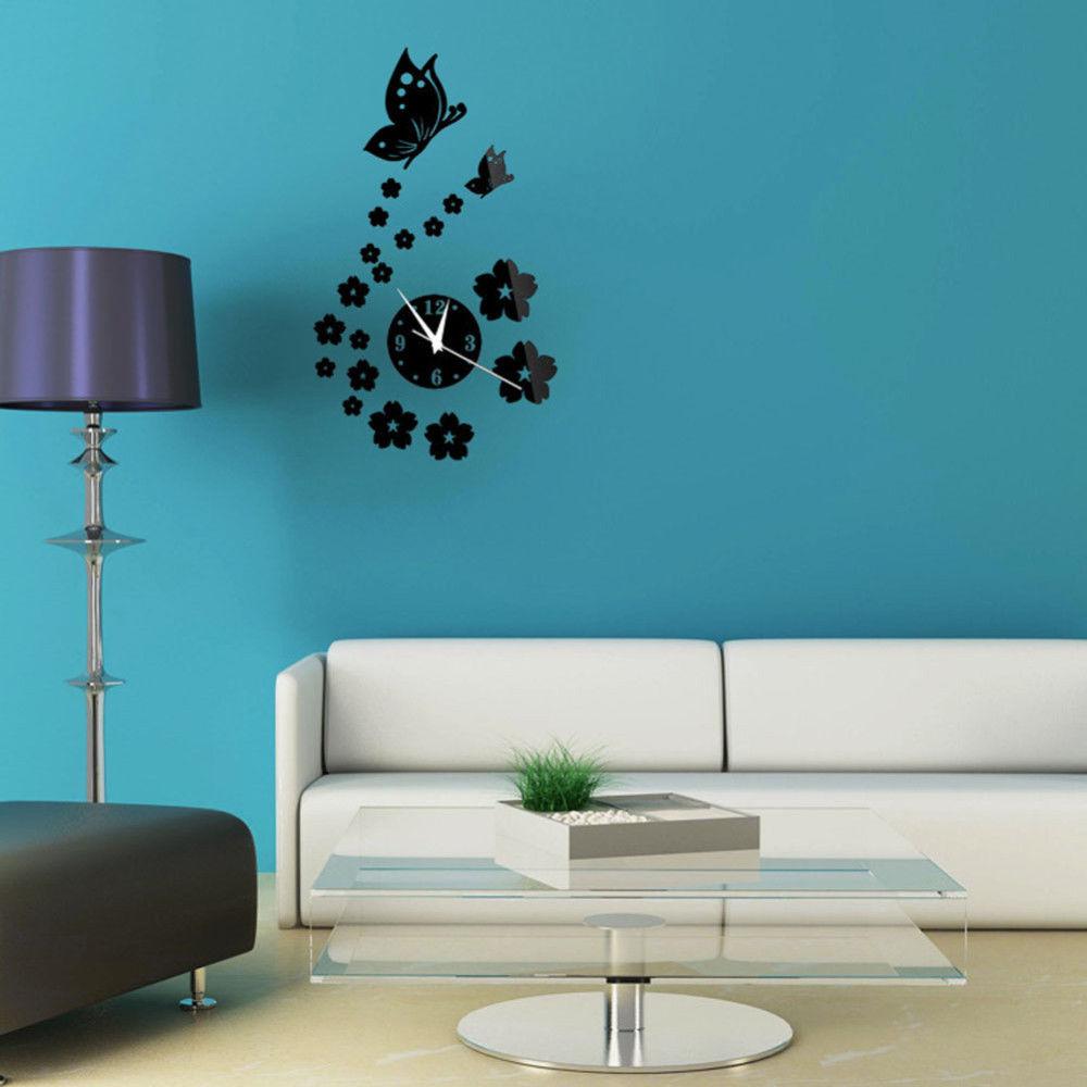 Черные часы с бабочками в интерьере