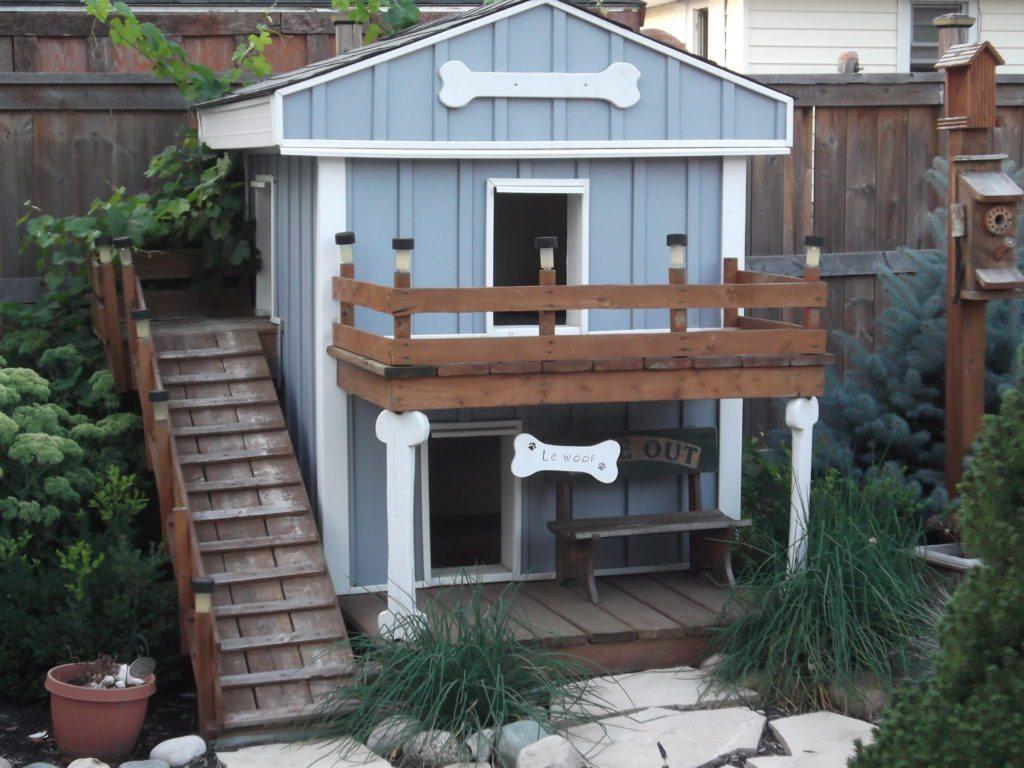 Будка для собаки с балконом