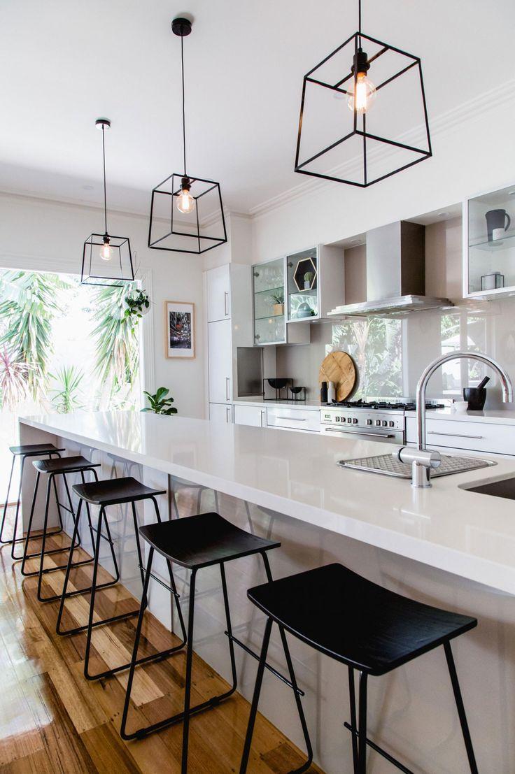 Дизайн кухни 20 кв м с барными стульями
