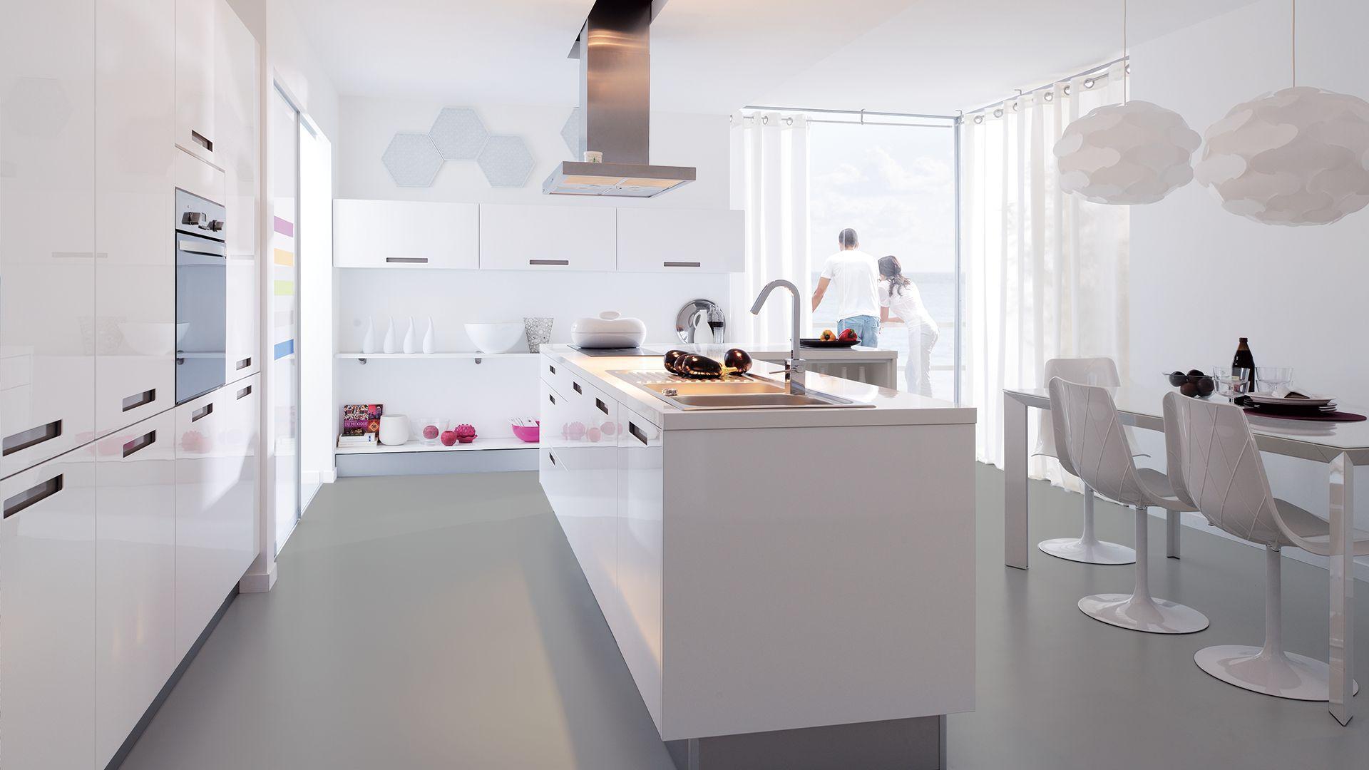 Дизайн кухни 20 кв м белый