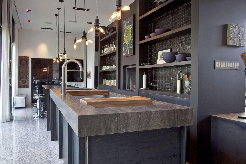 Дизайн кухни 20 кв м черный