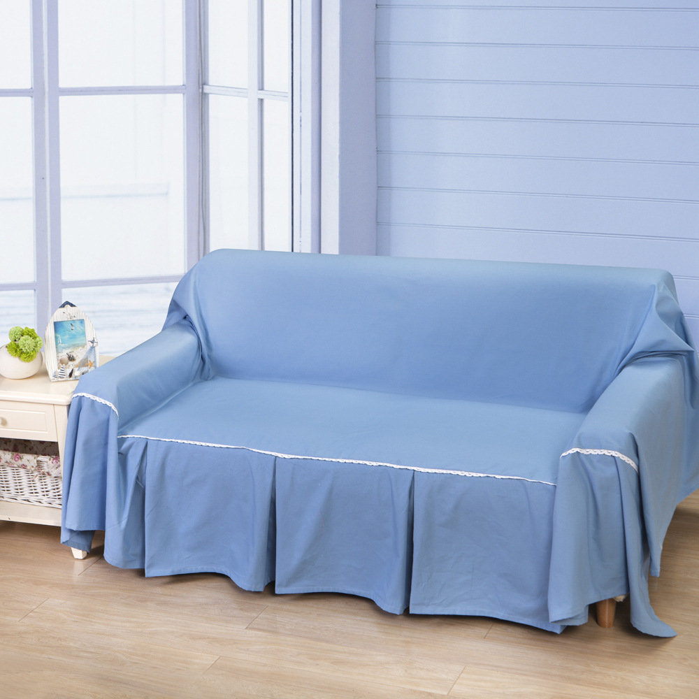 Голубой чехол на диван