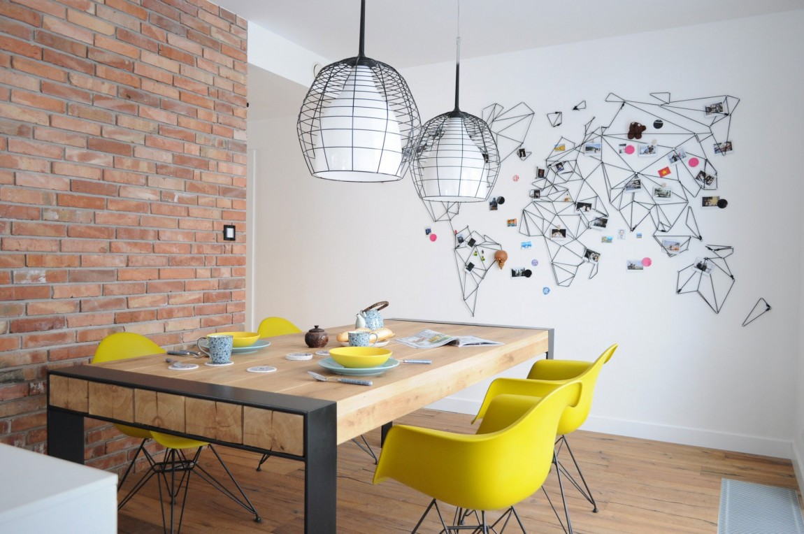Декор стены яркими элементами