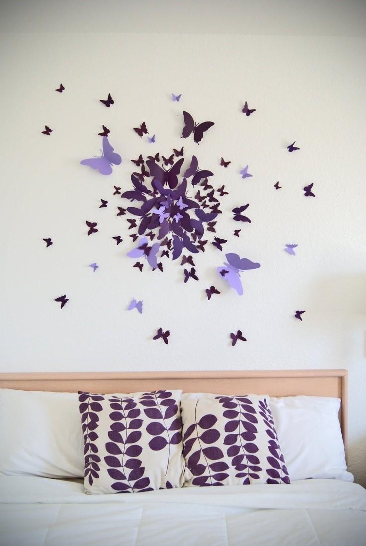 Декор стены бумажными бабочками