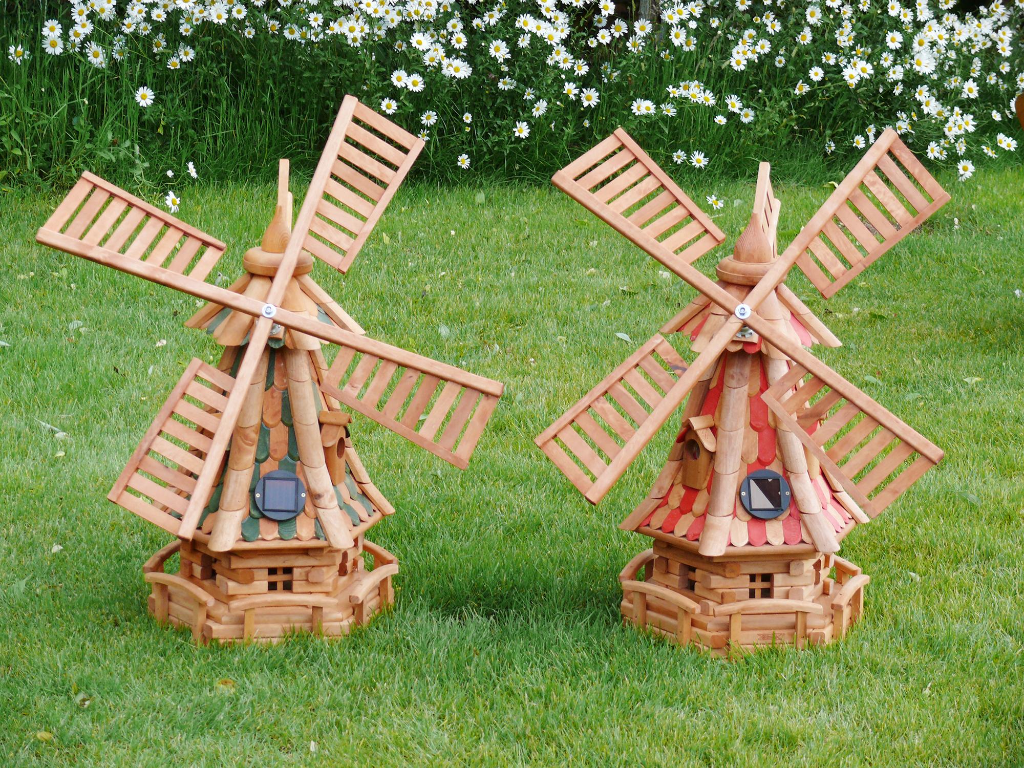 Красивые маленькие декоративные мельницы в саду