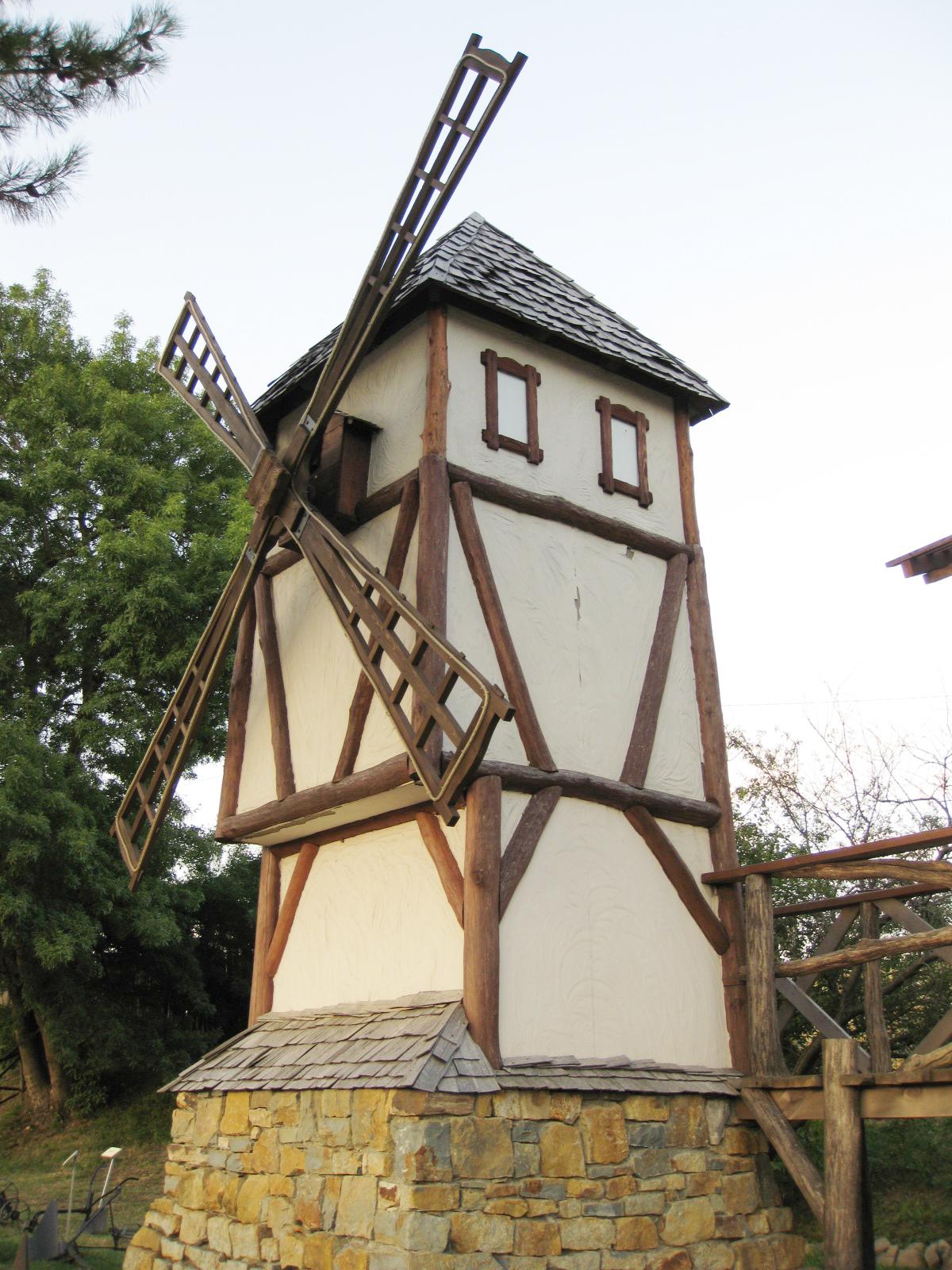 Мельница на участке в баварском стиле