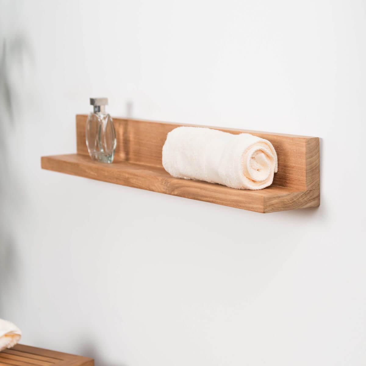 Деревянная полка в ванной