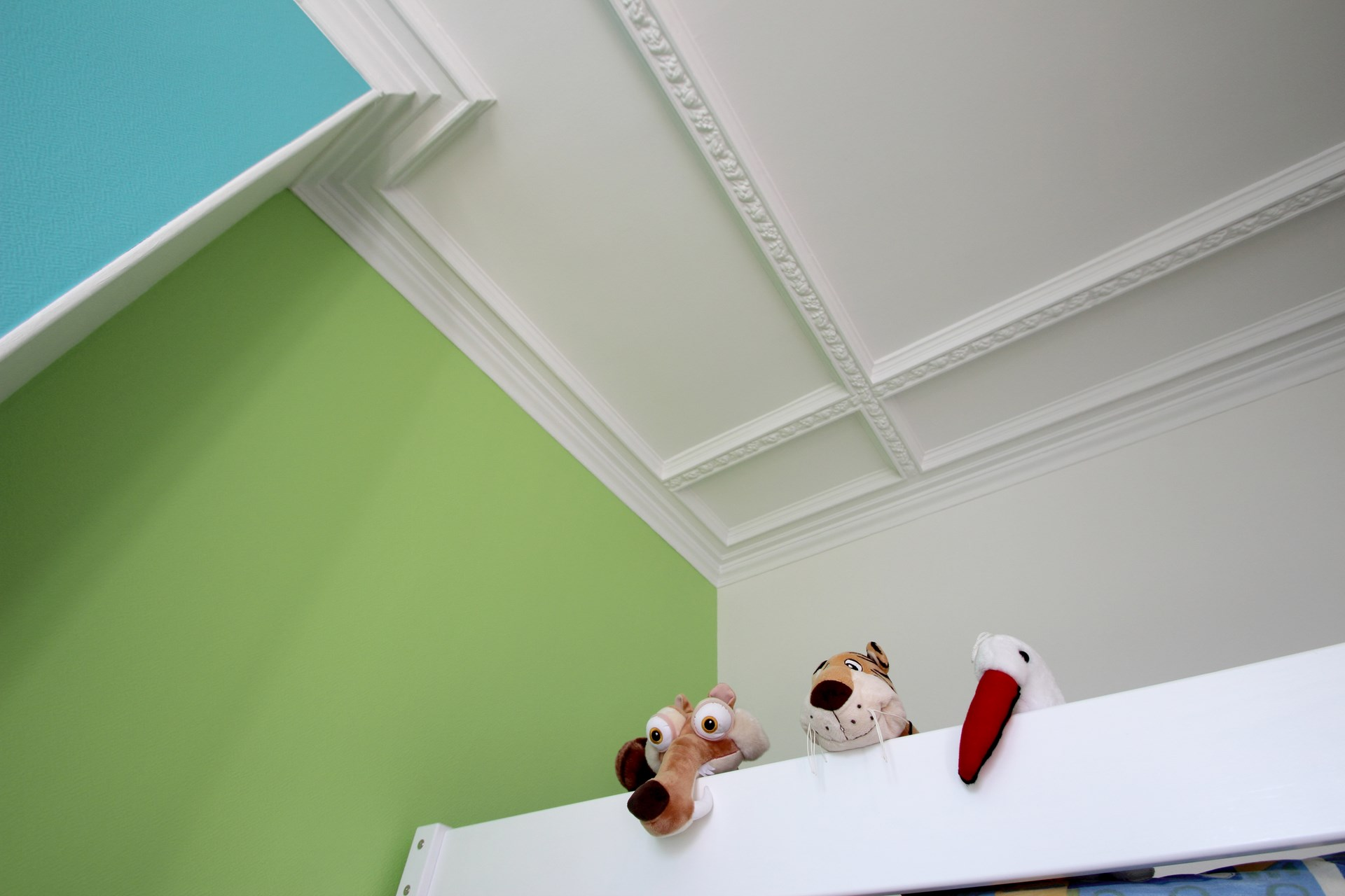 Плинтус на потолок детской