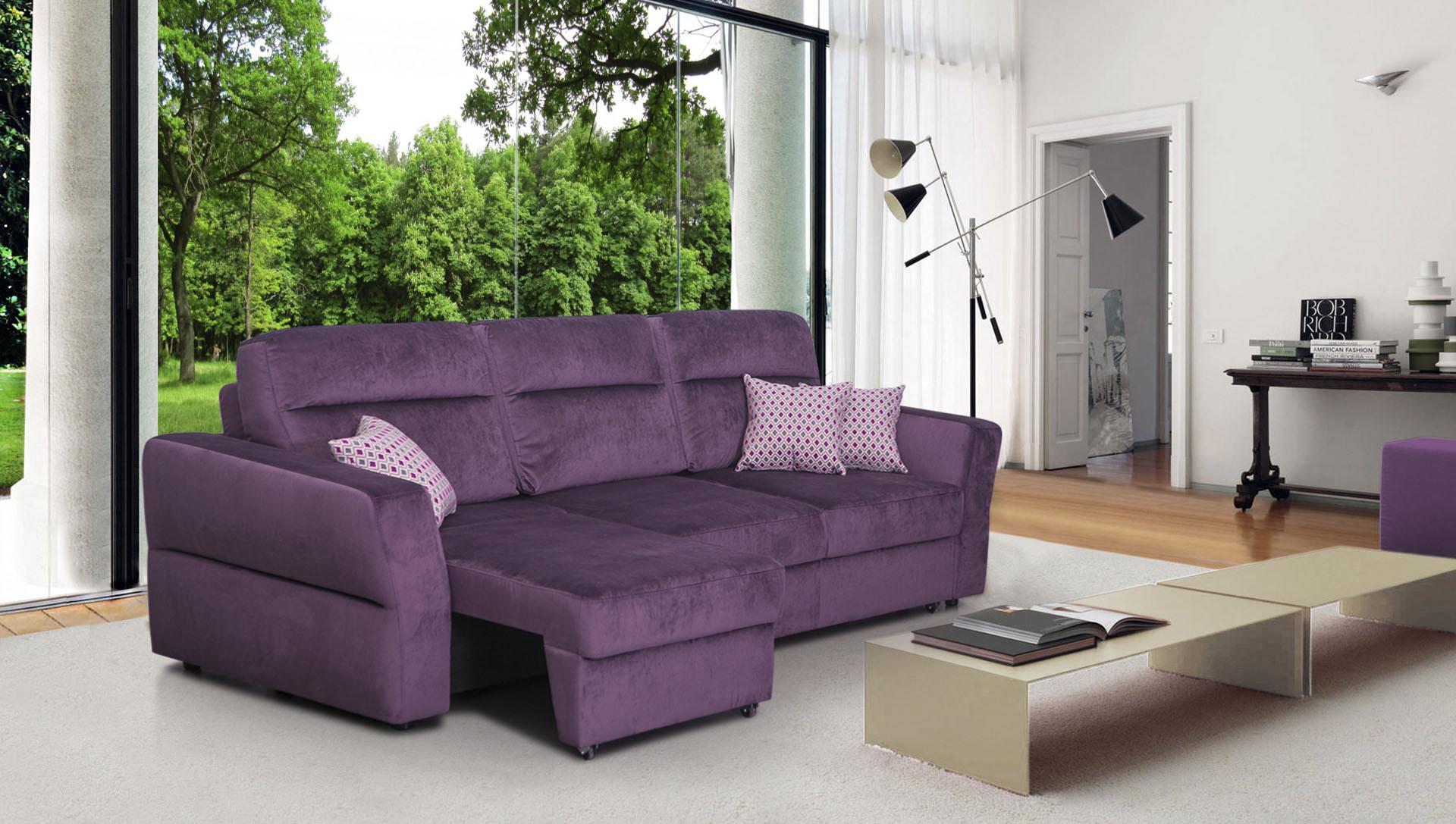 Фиолетовый диван еврокнижка в гостиной