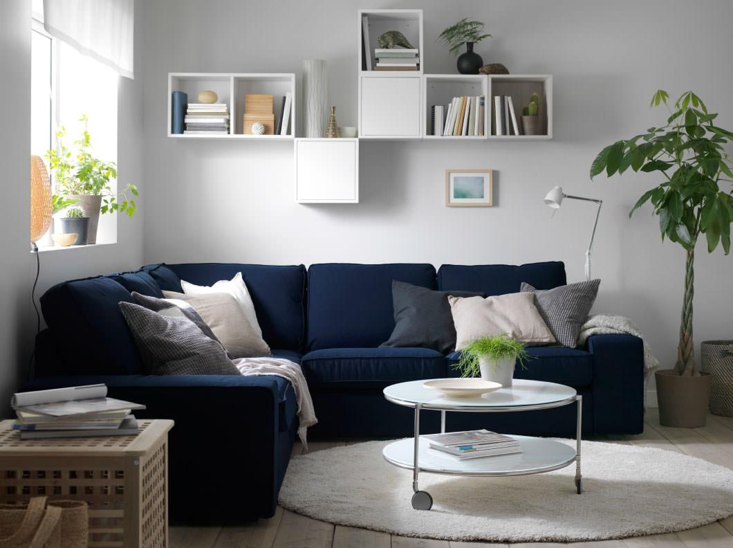 Синий угловой диван еврокнижка в гостиной
