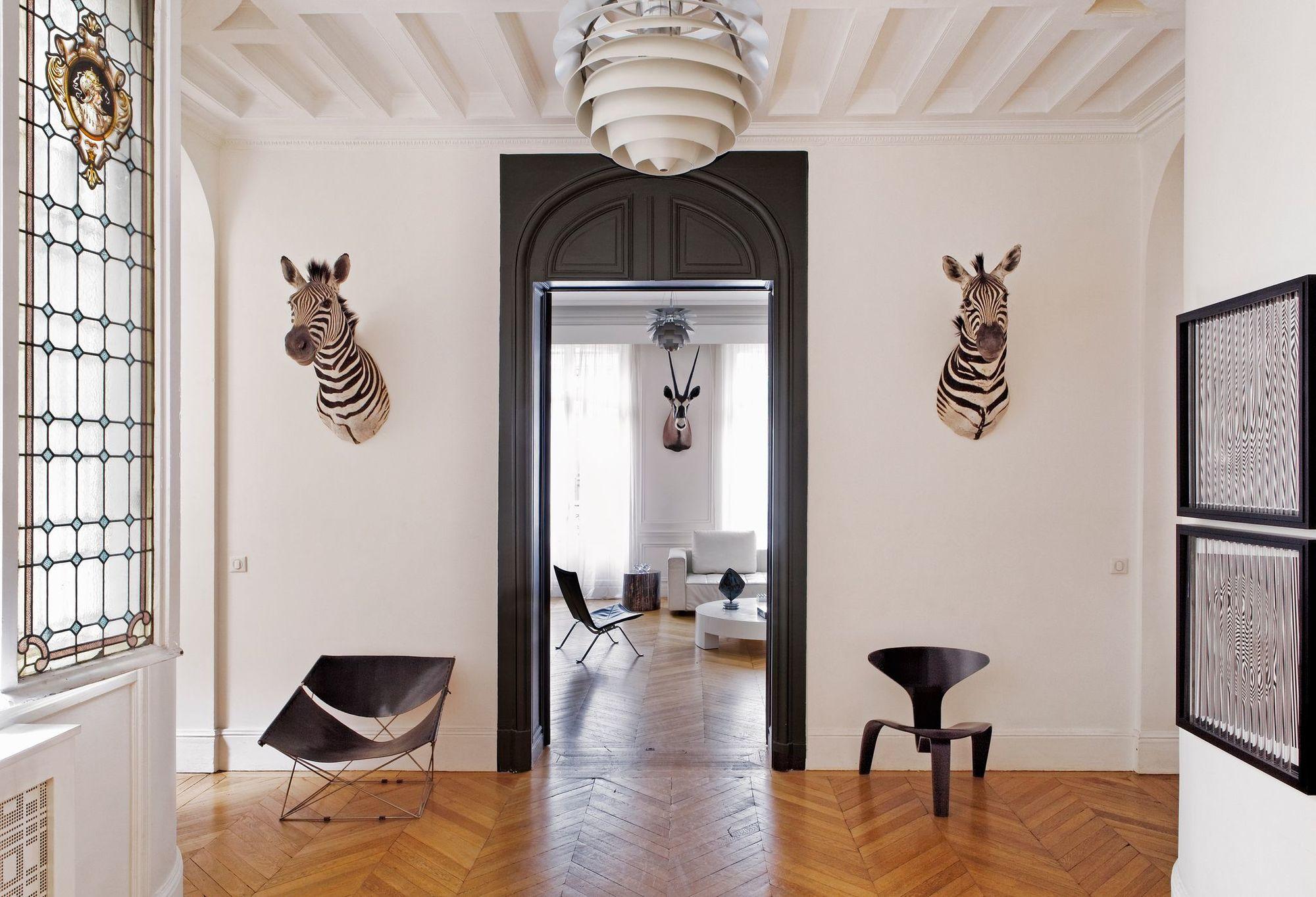 Дизайн плинтуса на потолок