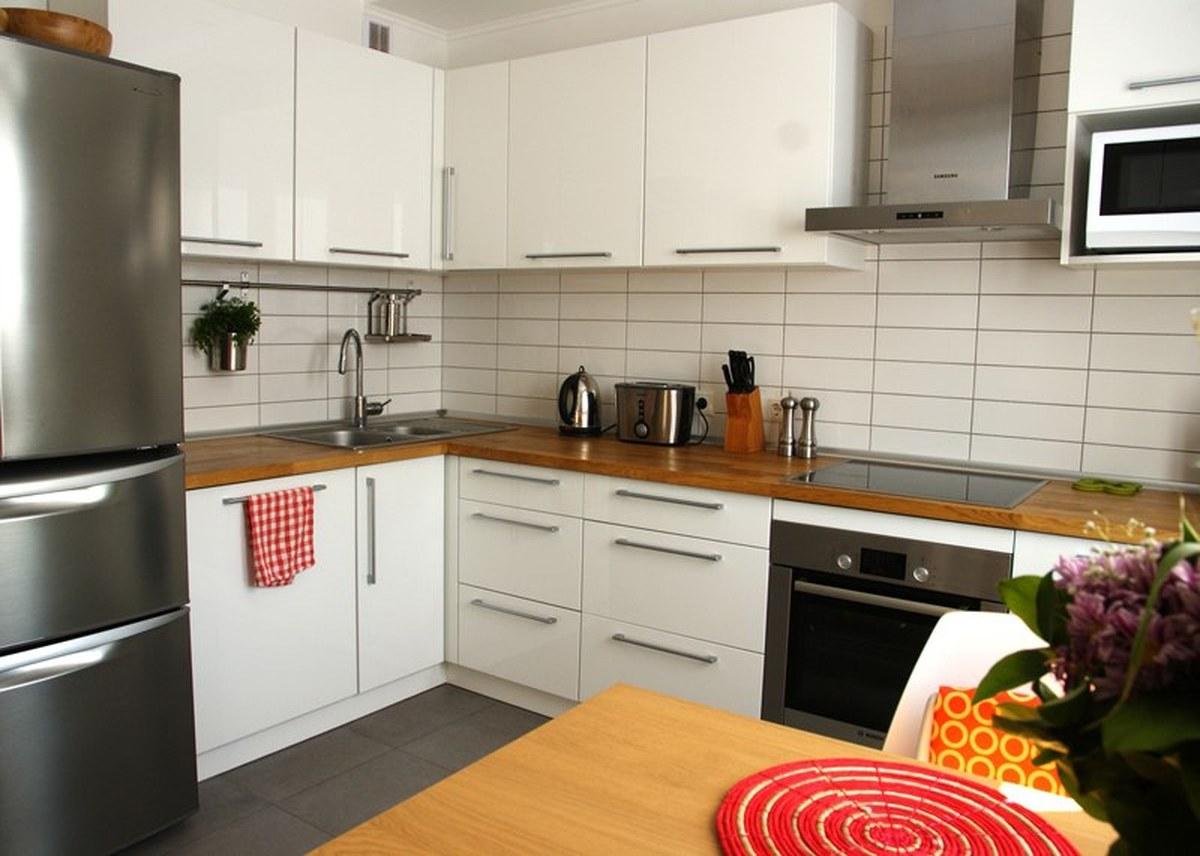 Угловой бело-коричневый кухонный гранитур