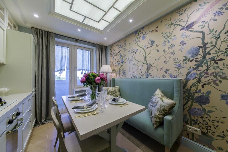 Стильна кухня с диваном и цветочной стеной