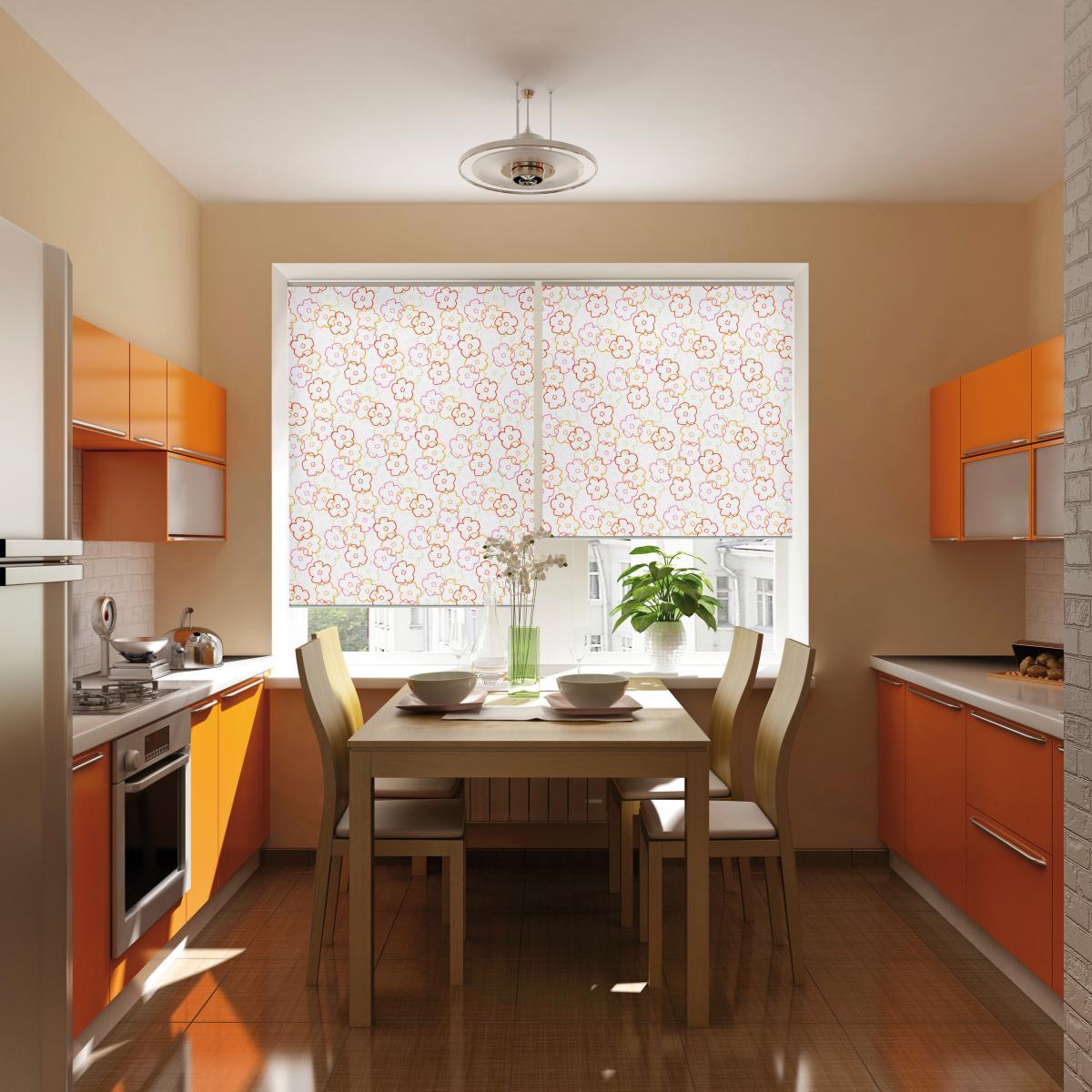 Красивая плитка на полу в бежево-оранжевой кухне