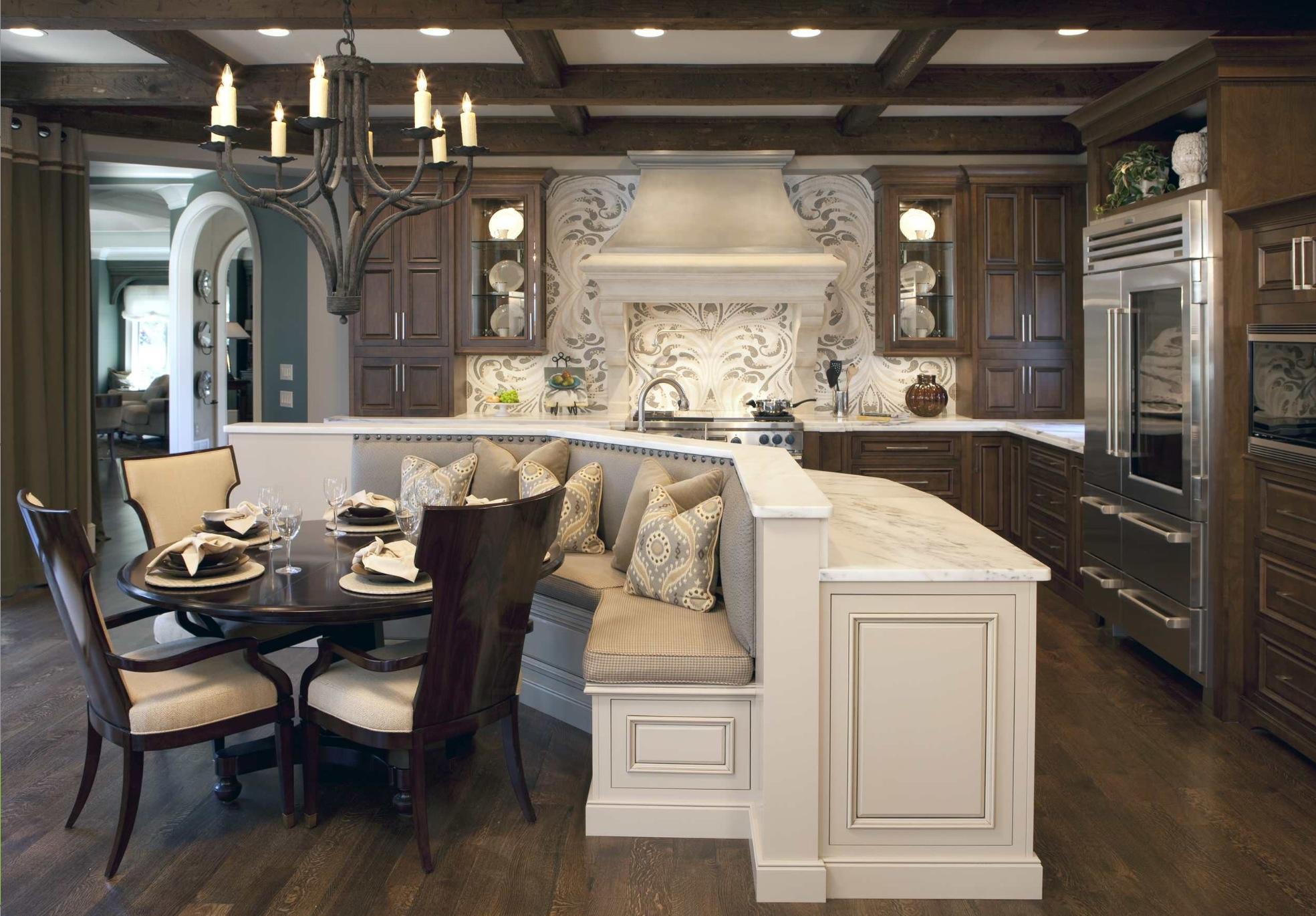 Кухня-столовая в стиле шале