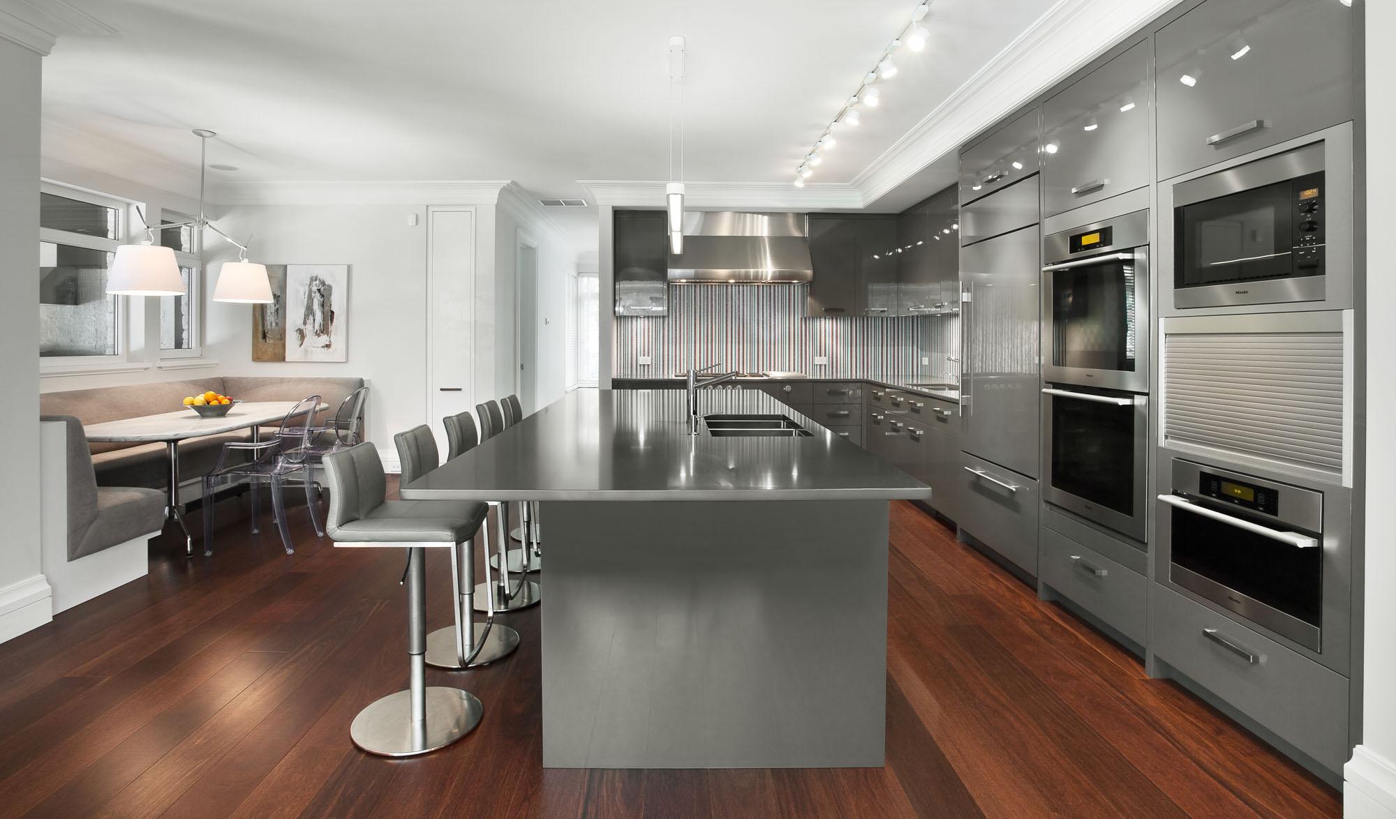 Кухня-столовая в минималистичном стиле