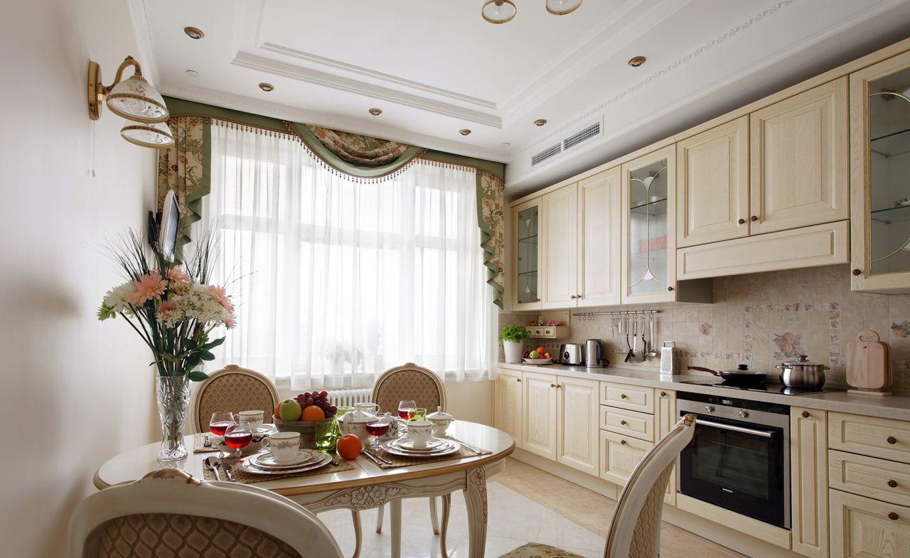 Классическая большая кухня-столовая