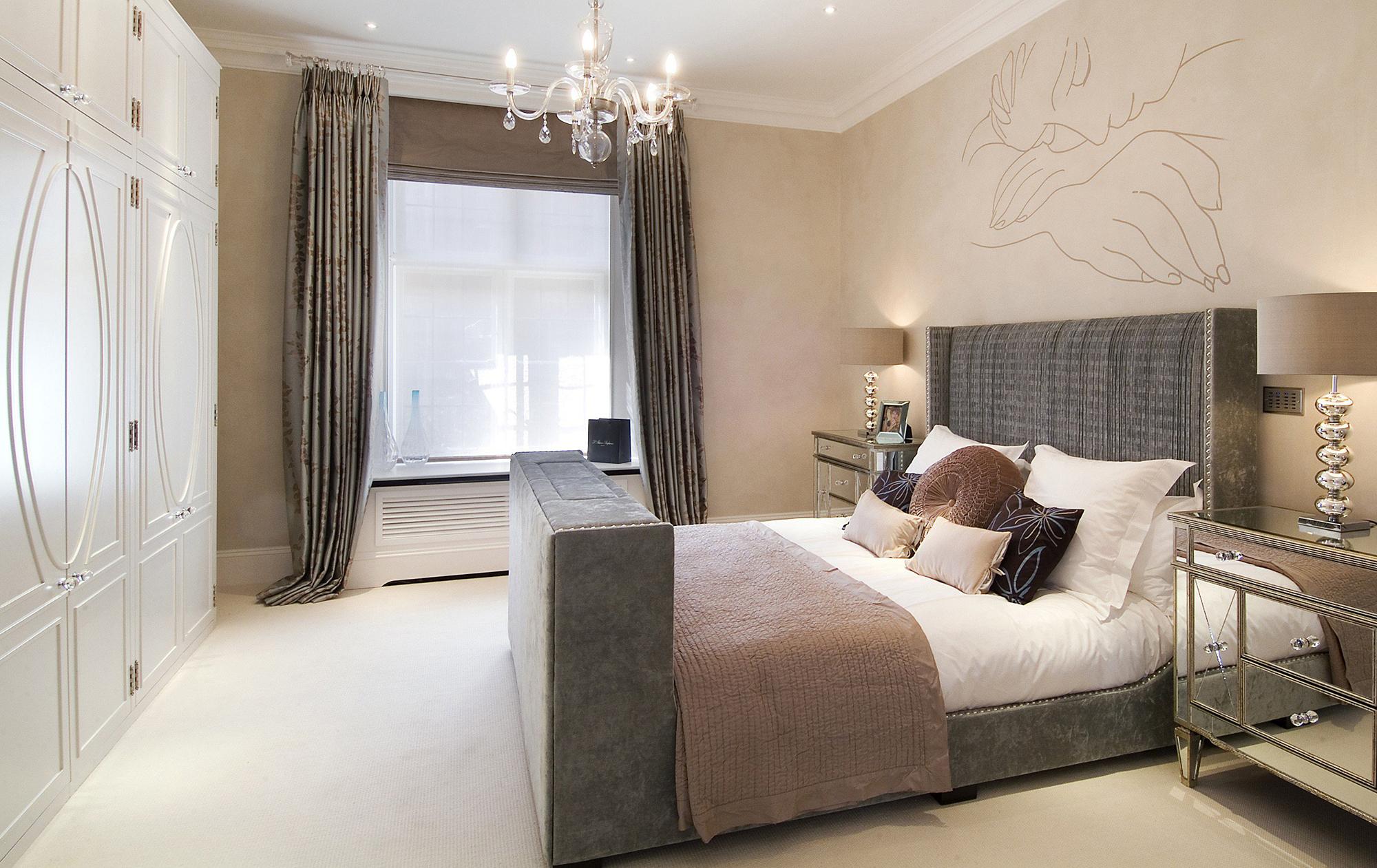 Бежево-серая спальня в стиле арт-деко