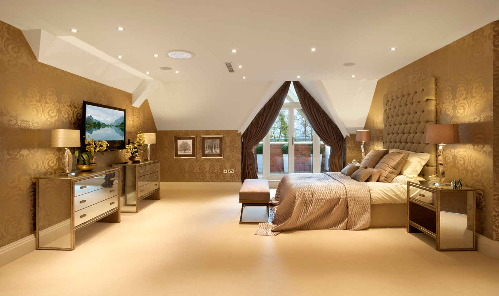 Бежево-белая спальня