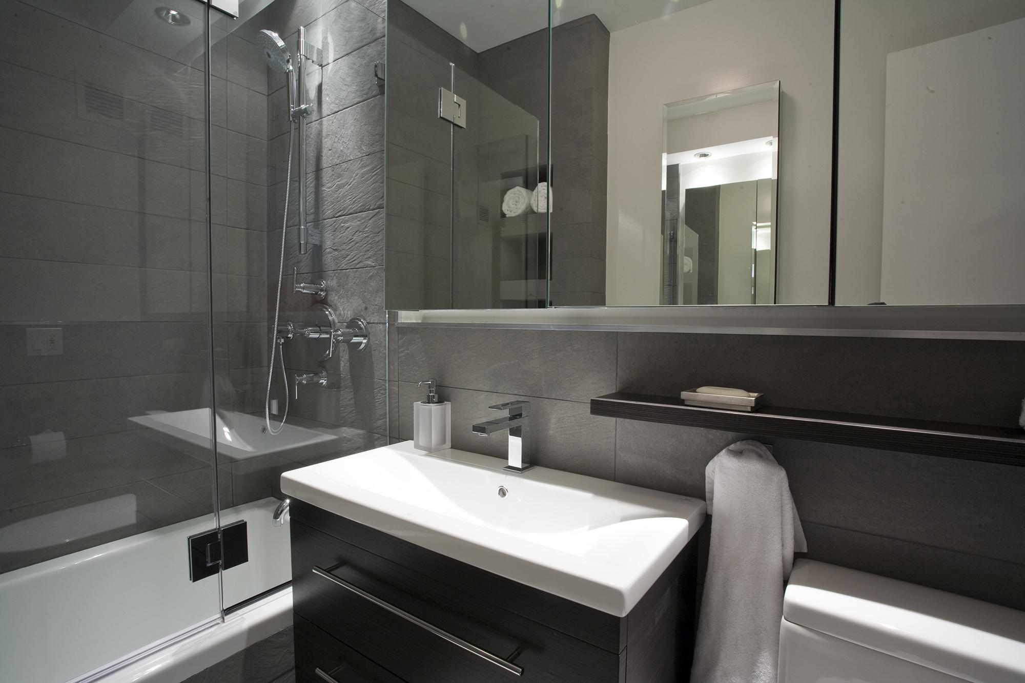 Стильная черно-белая ванная комната