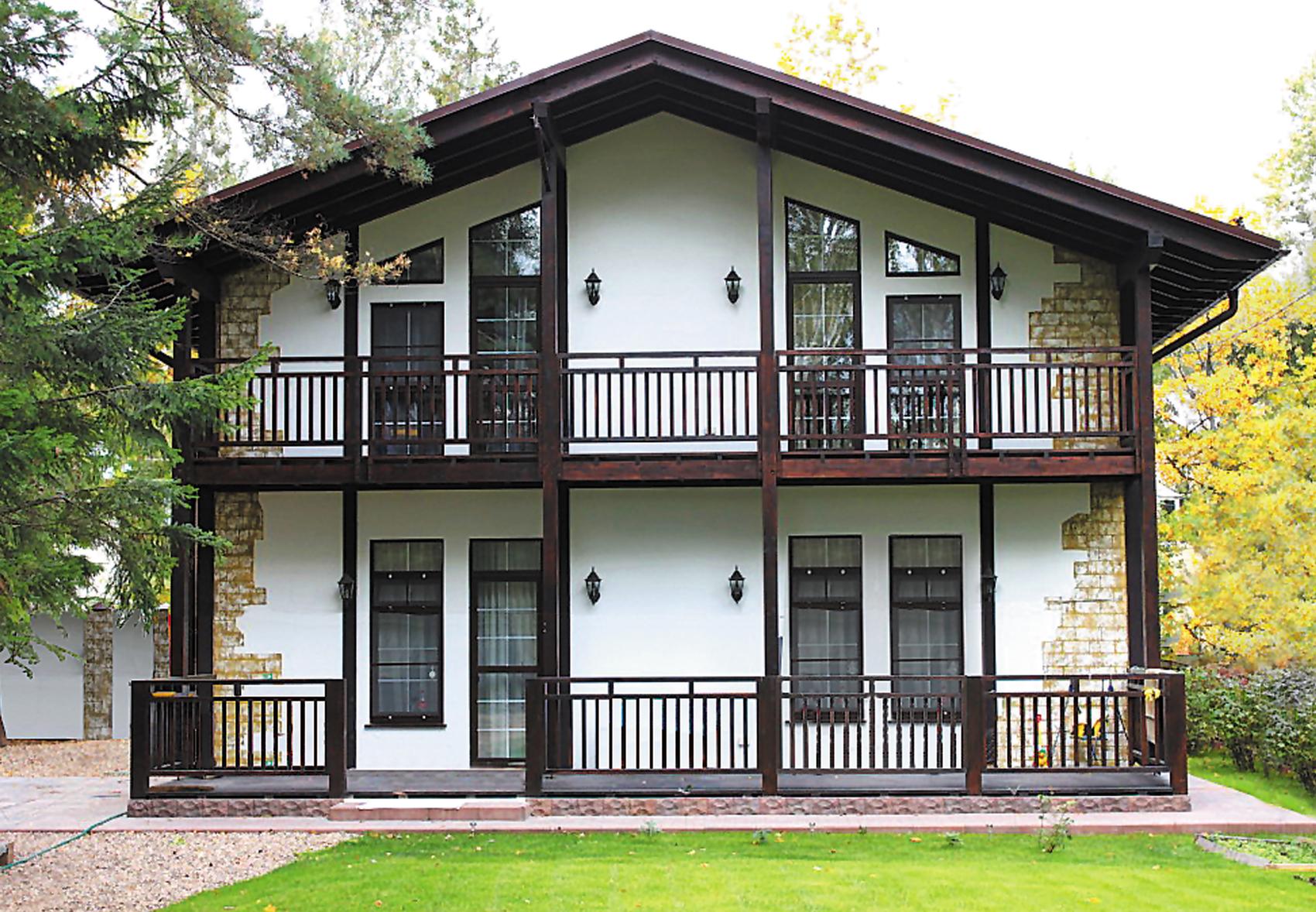 Красивый двухэтажный дом в немецком стиле