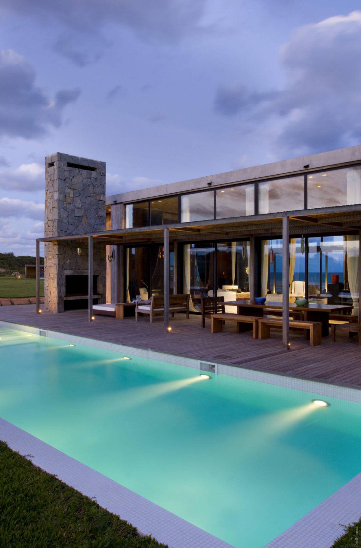 Просторный дом в стиле модерн