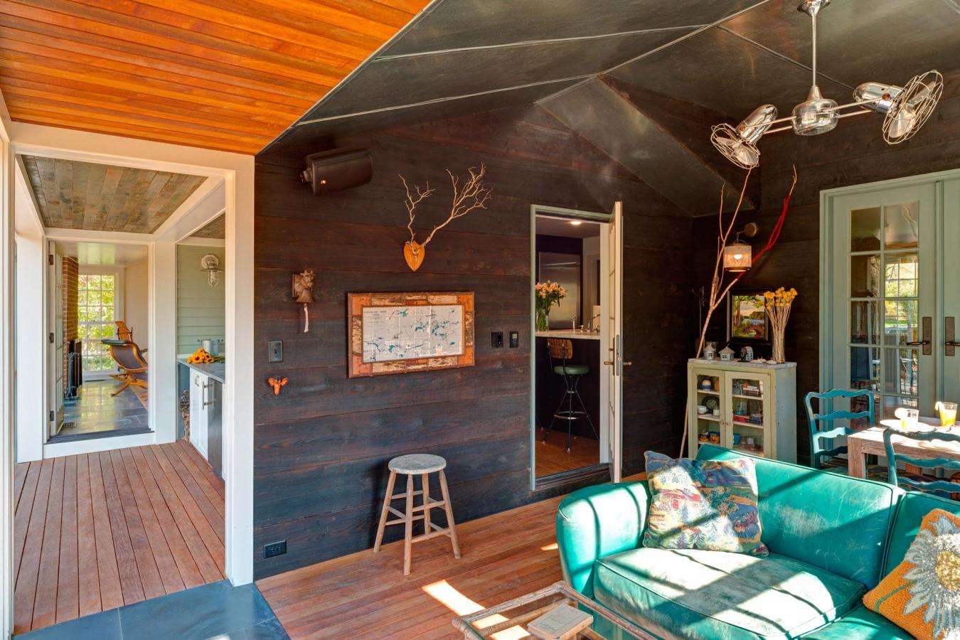 Уютный интерьер частного дома в стиле эклектика