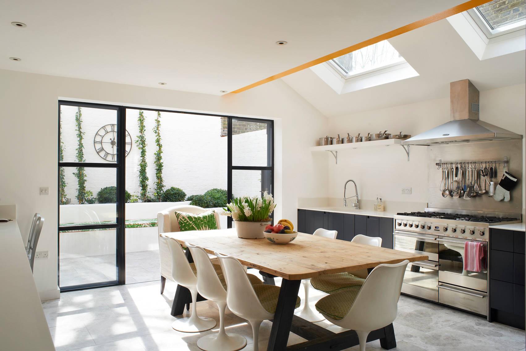 Эклектика в интерьере просторной кухни
