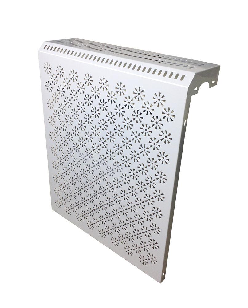 Белый металлический экран на батарею
