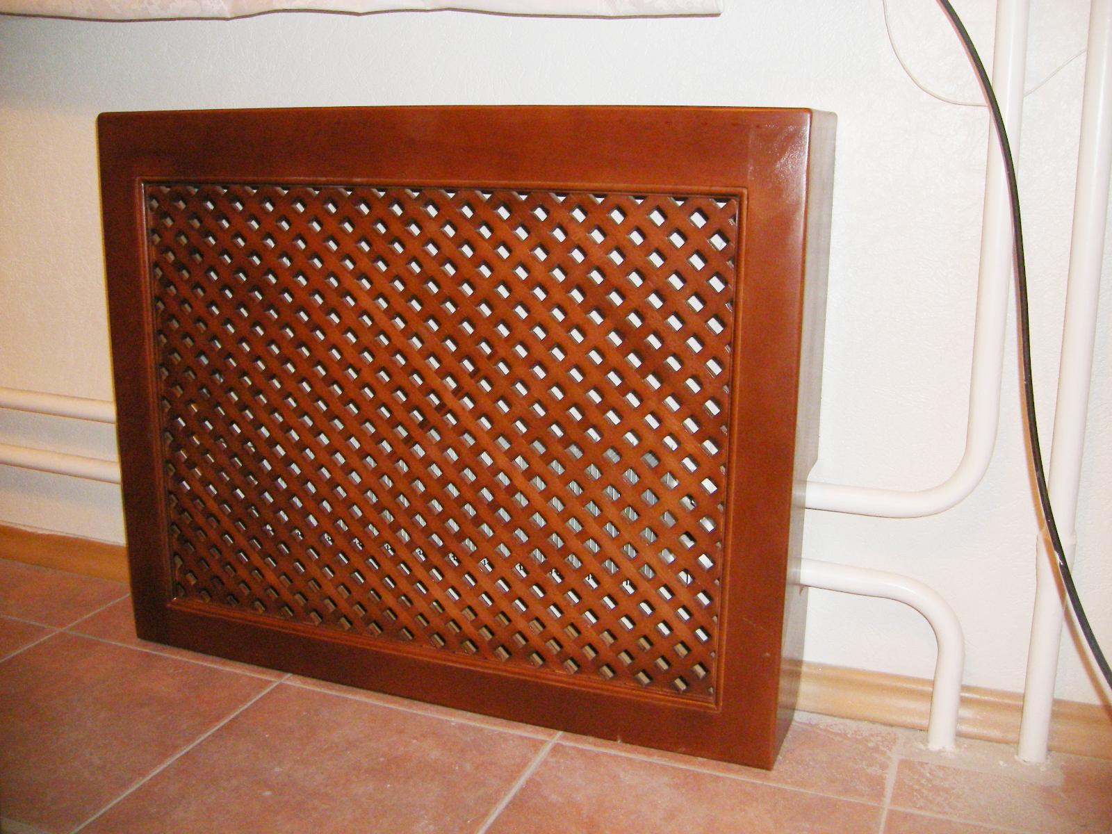 Корчиневый деревянный экран на батарею